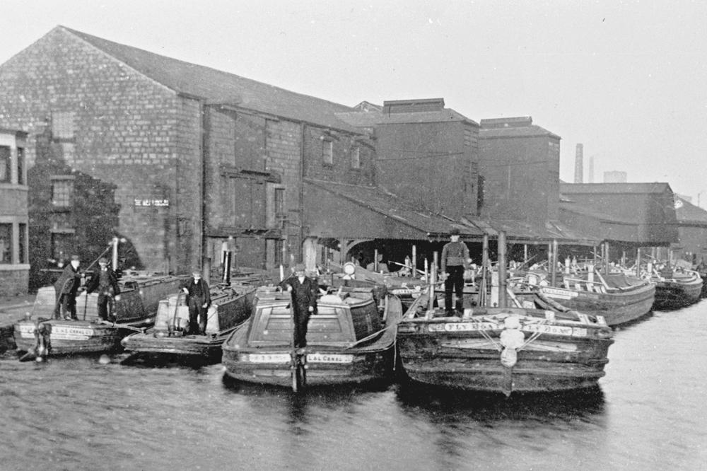 5 boats at Eanam Wharf
